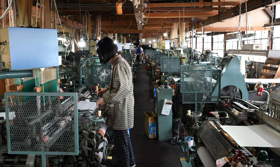 堀井織物工場の内観